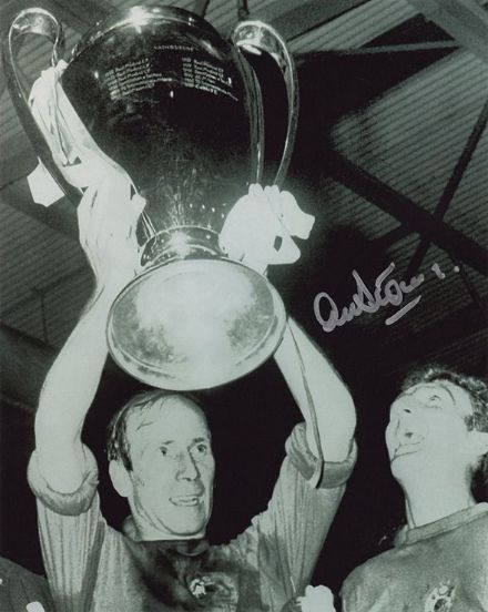 Alex Stepney, Manchester Utd, European Cup 1968, signed 10x8 inch photo.